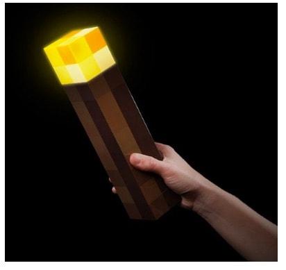 Réplica_de_antorcha_de_Minecraft