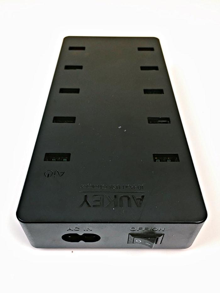 Cargador Aukey PA-T8 con 10 puertos USB-A