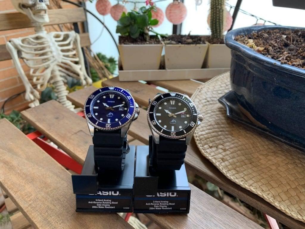Casio MDV106 en color negro y el nuevo Casio MDV106B-2AV en color azul