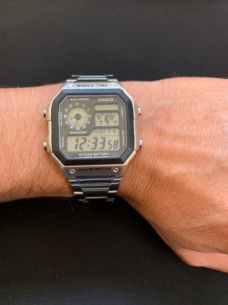 Casio AE-1200WHD: el famoso Casio Royale con hora universal
