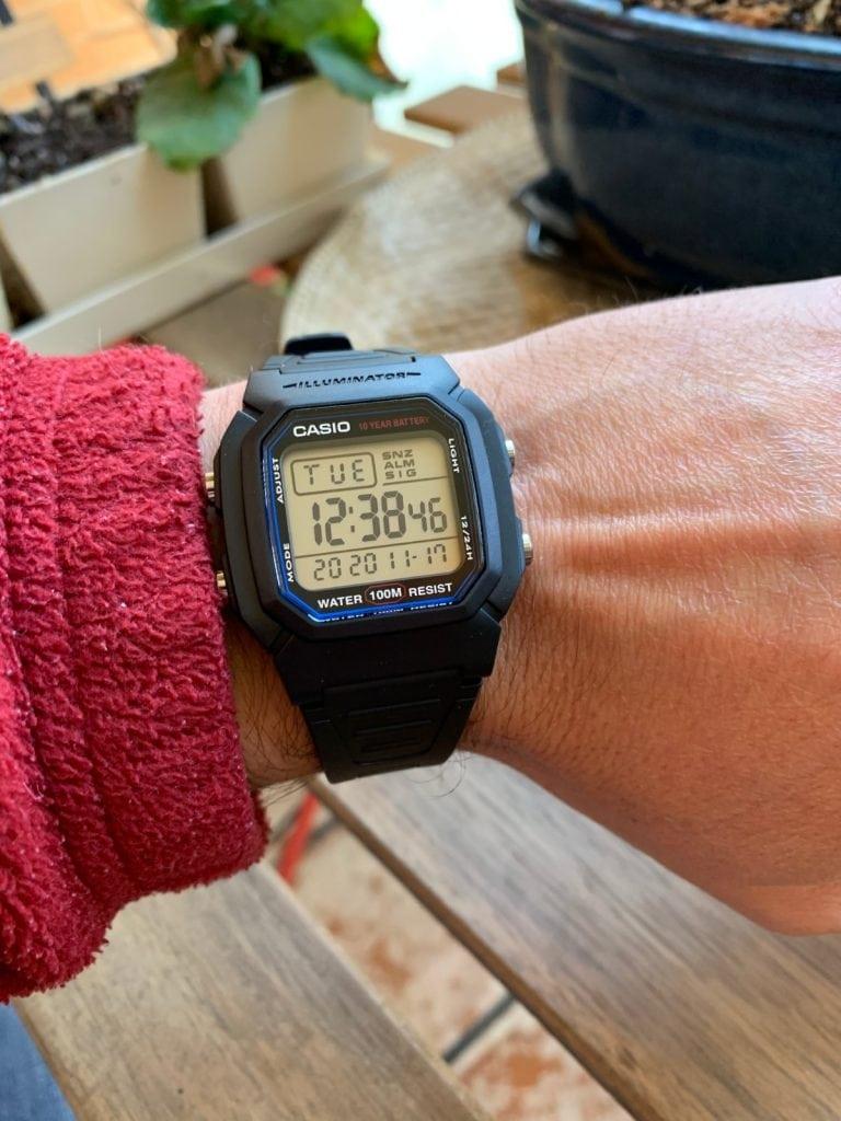 Casio W-800H:  Reloj Casio deportivo perfecto para viajar