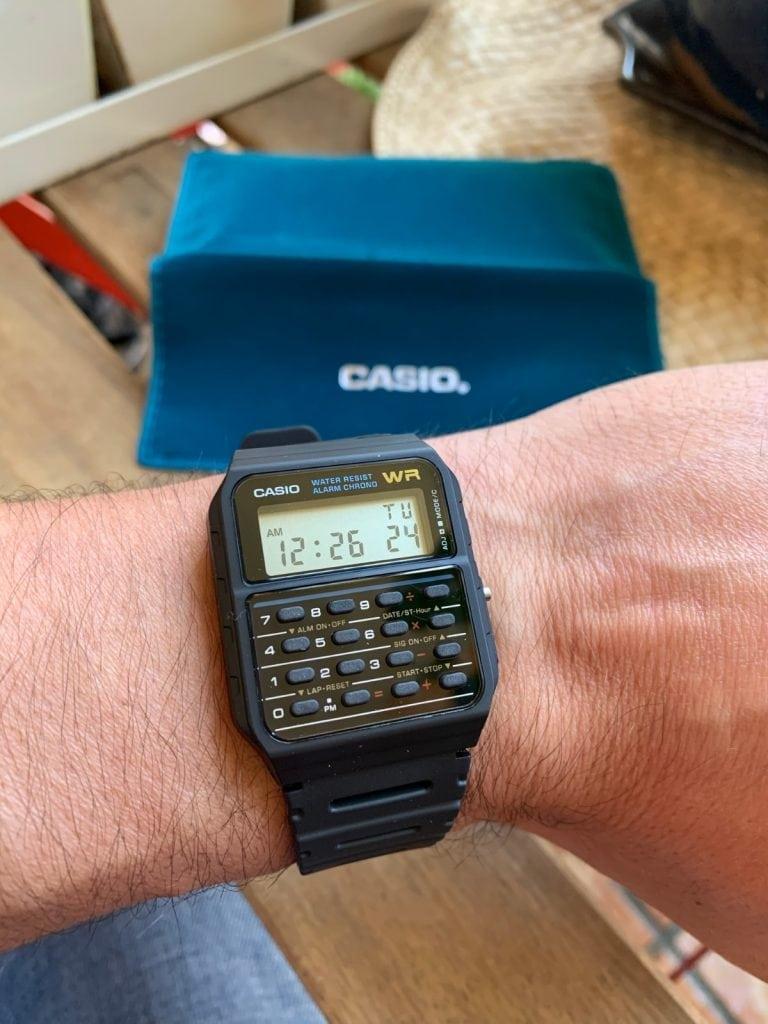 Casio CA-53W - El reloj calculadora - como queda en la muñeca