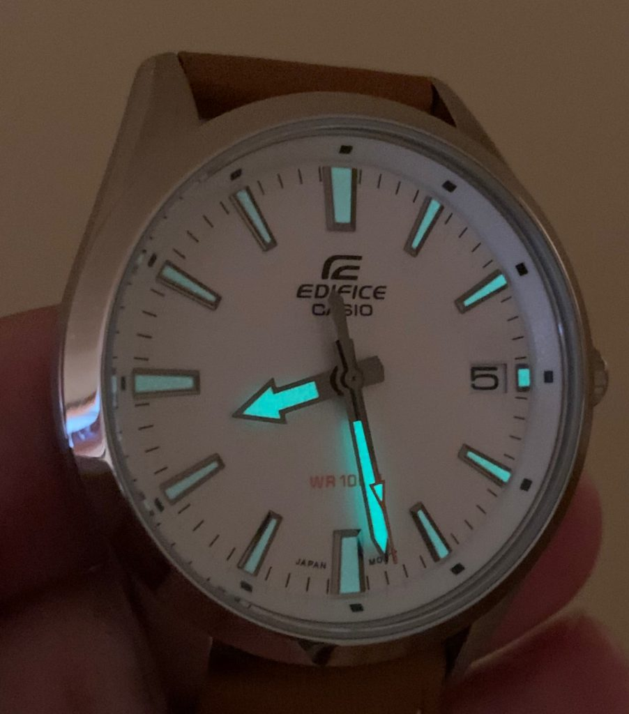 Casio EDIFICE EFV-100: lume