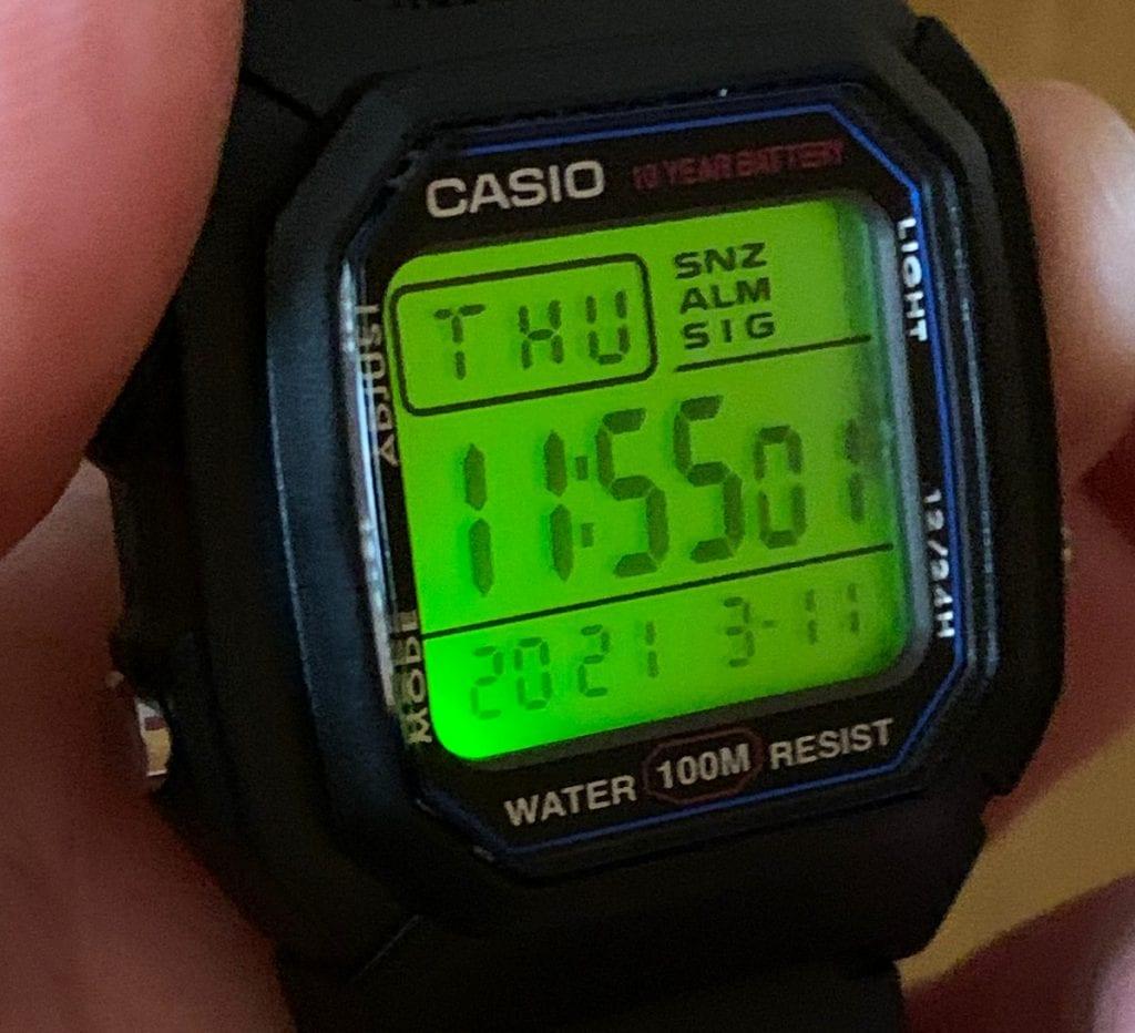 Casio W-800H: luz LED