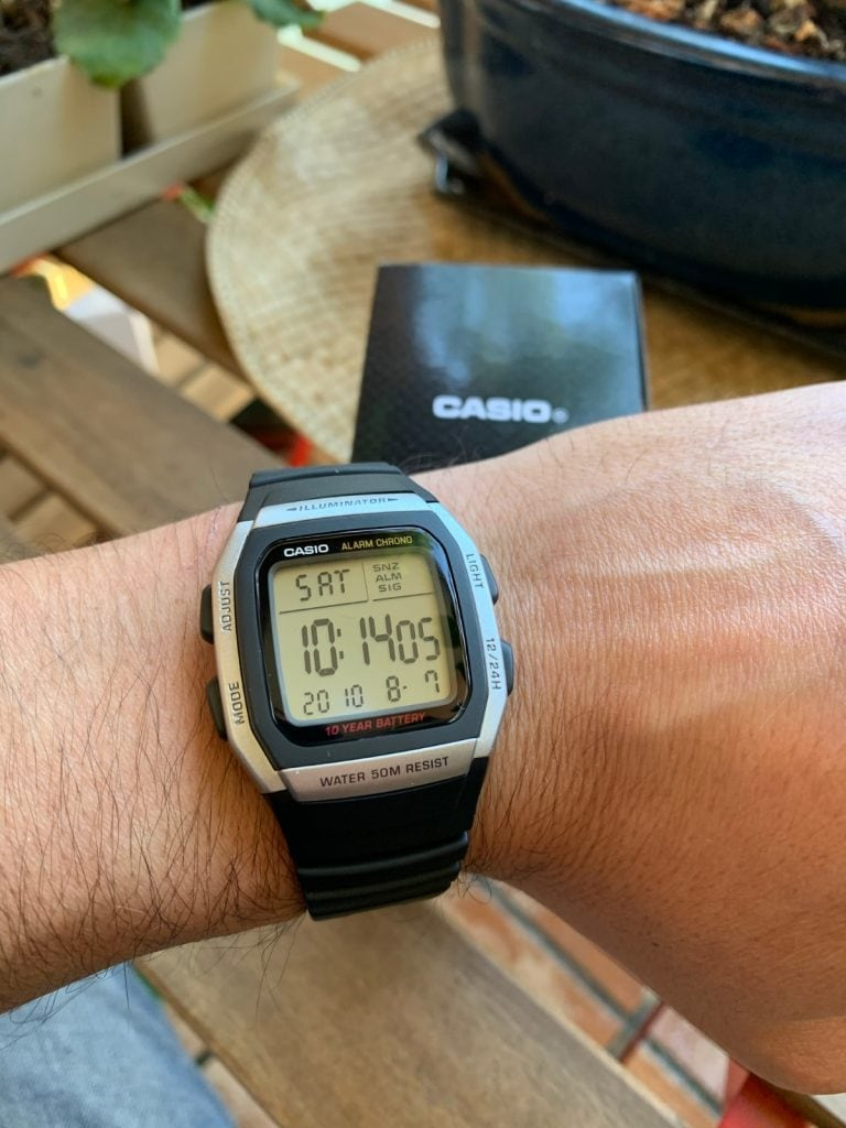 Casio W-96H: correa y como queda en la muñeca