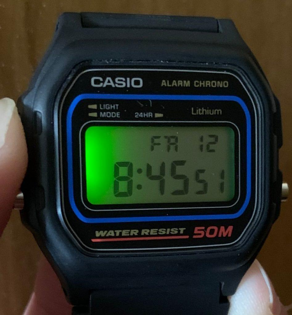 Casio W-59: luz