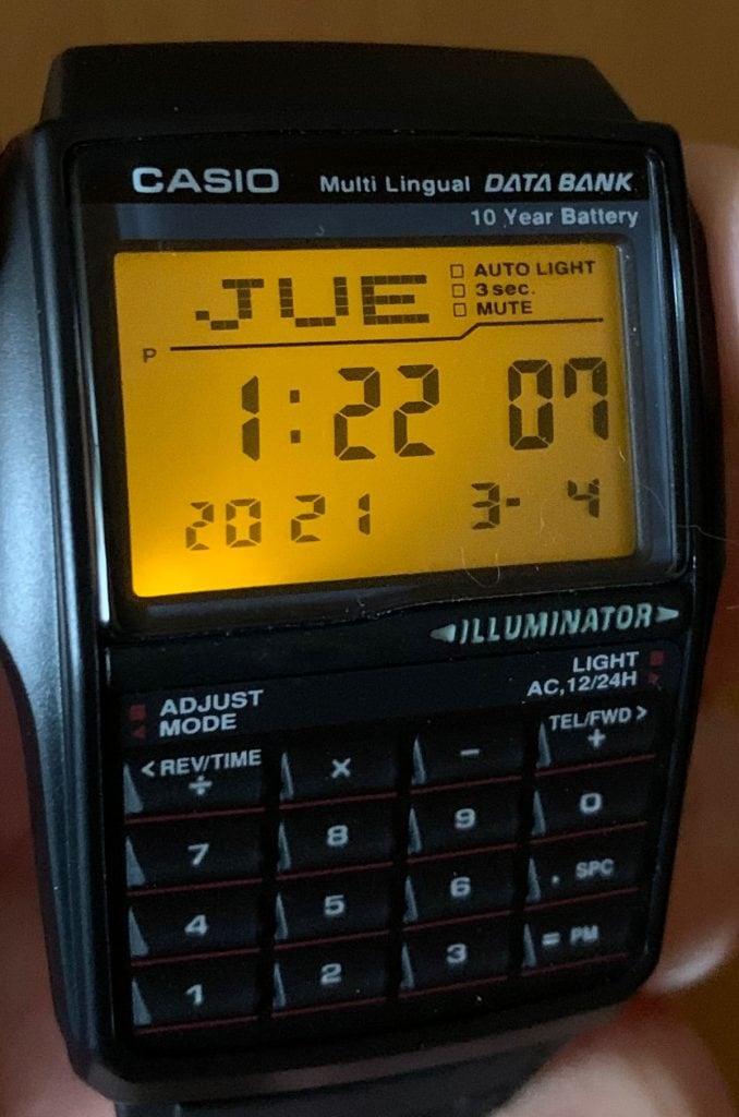 Reloj Casio Databank DBC-32: luz LED