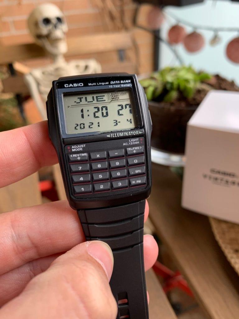 Reloj Casio Databank DBC-32: pantalla y botones frontales