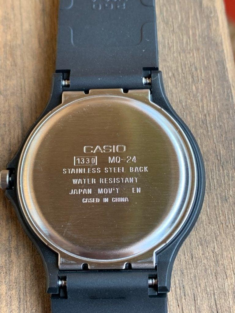 Casio MQ-24-7B: parte trasera del reloj
