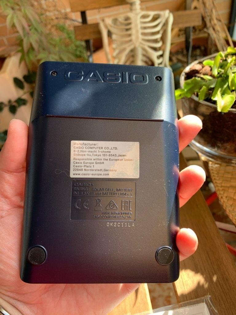 Calculadora de sobremesa Casio MS-80VERII: parte trasera