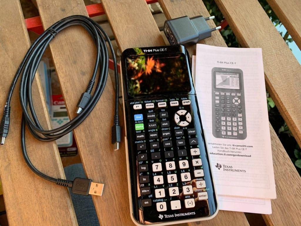 Texas Instruments TI-84 Plus CE-T - Calculadora gráfica: características y diseño