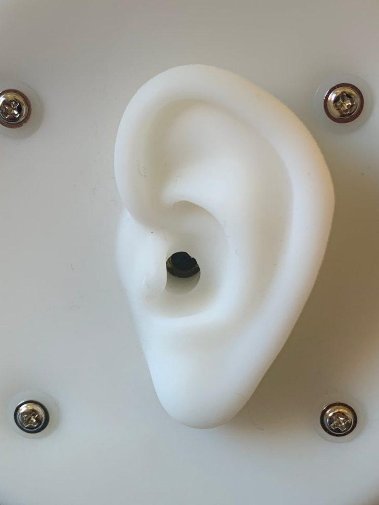 miniDSP-EARS: oreja de silicona y pabellón auditivo