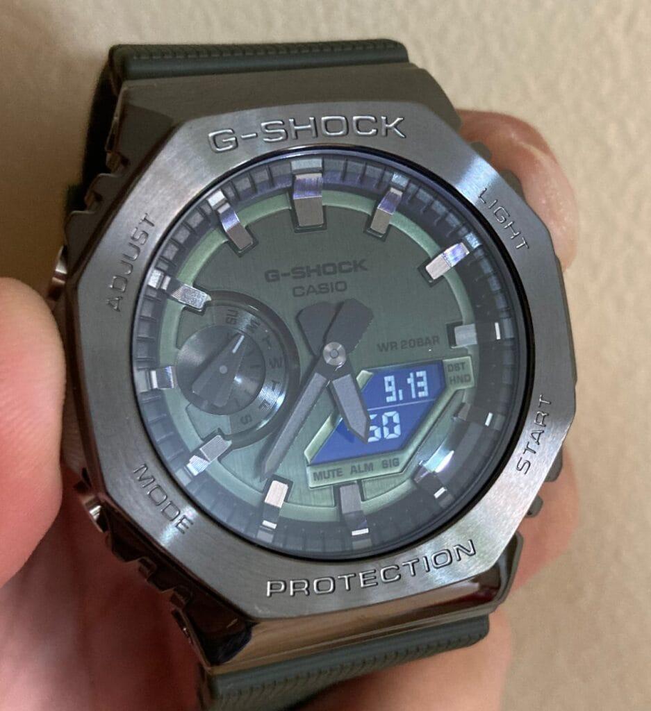 Casio G-Shock GM-2100B-3AER: luz LED