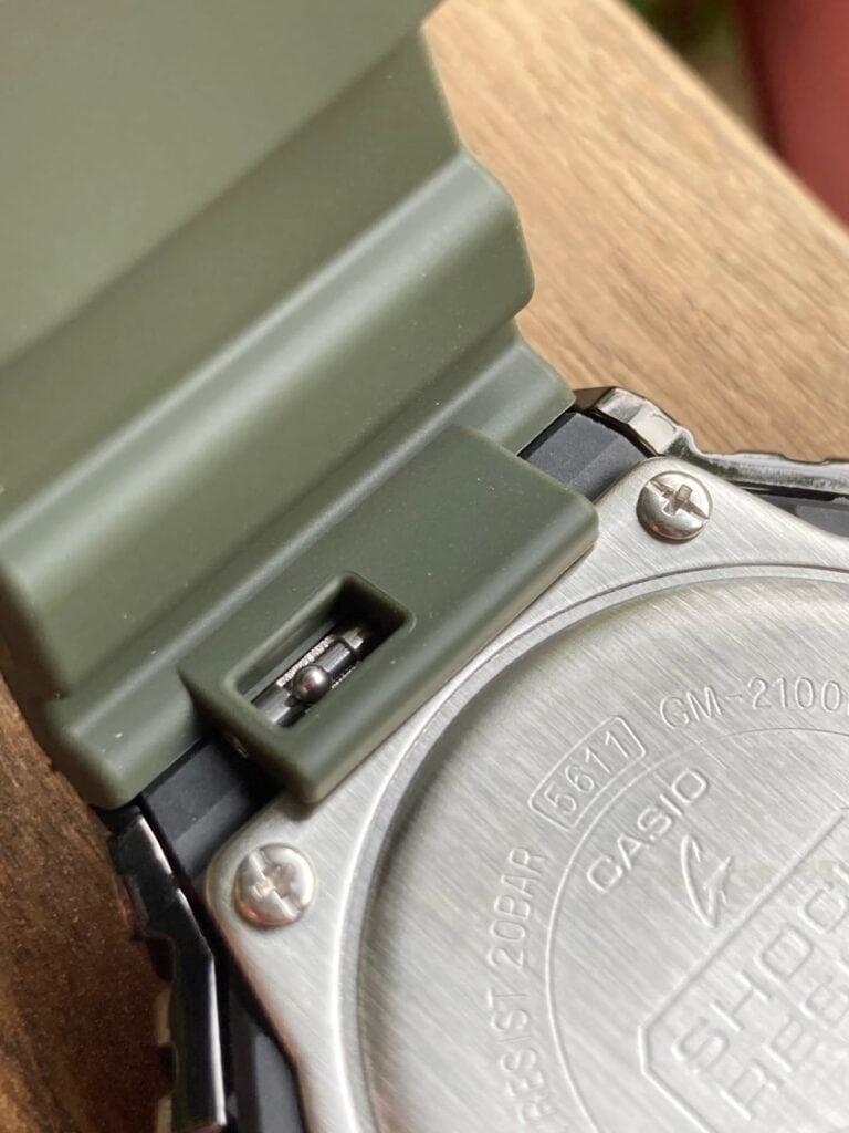 Casio G-Shock GM-2100B-3AER: correa liberación rápida